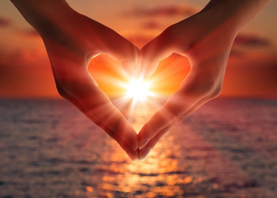heart hands - Jak zapomocą medytacji rozwijać pole serca?